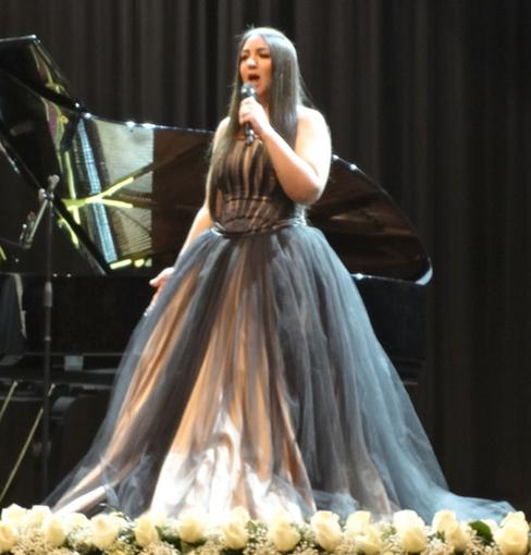 007-003・Latifa Soyuoz(歌手)熱唱・510.jpg